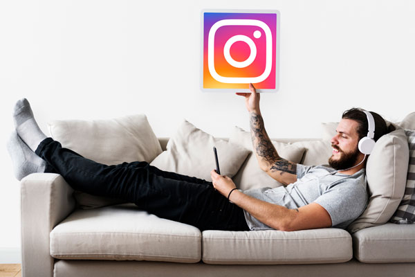 hombre usando herramientas para instagram