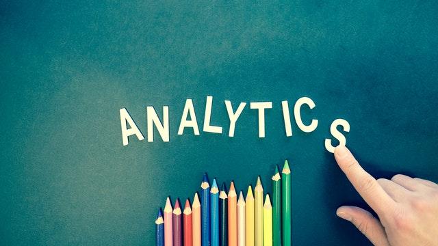Estadísticas de redes sociales y otros elementos que deben analizar.